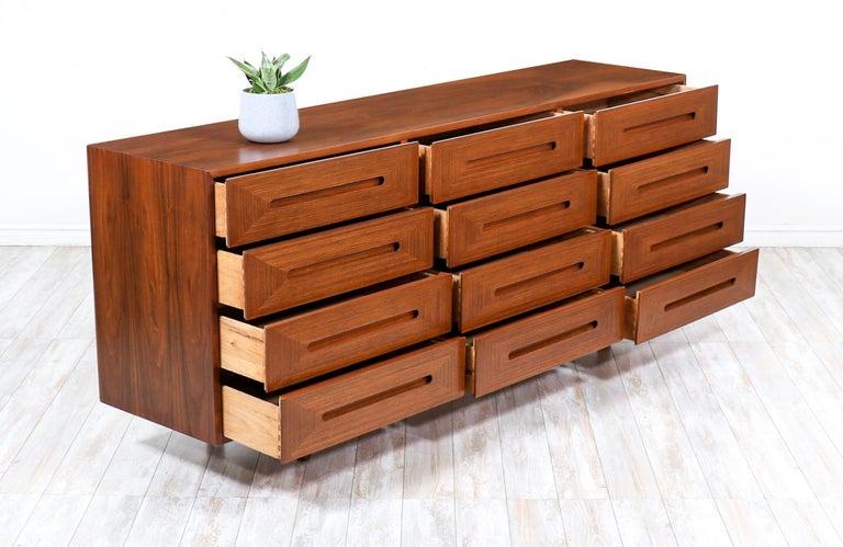 Mid-20th Century Mid-Century Modern Walnut Dresser by American of Martinsville For Sale
