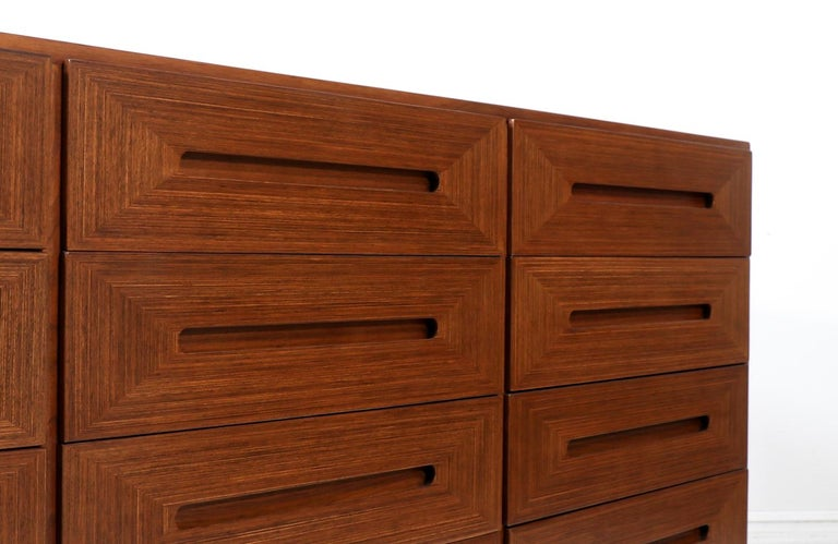 Mid-Century Modern Walnut Dresser by American of Martinsville For Sale 1
