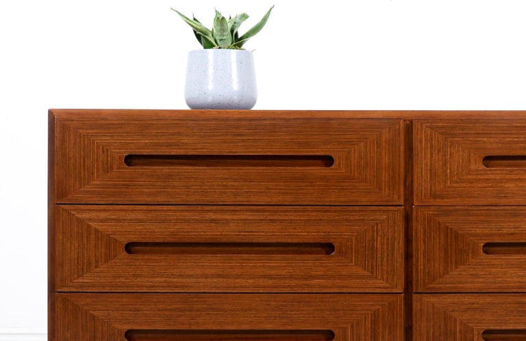 Mid-Century Modern Walnut Dresser by American of Martinsville For Sale 2
