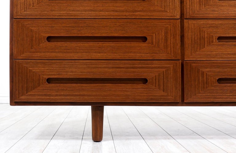 Mid-Century Modern Walnut Dresser by American of Martinsville For Sale 3