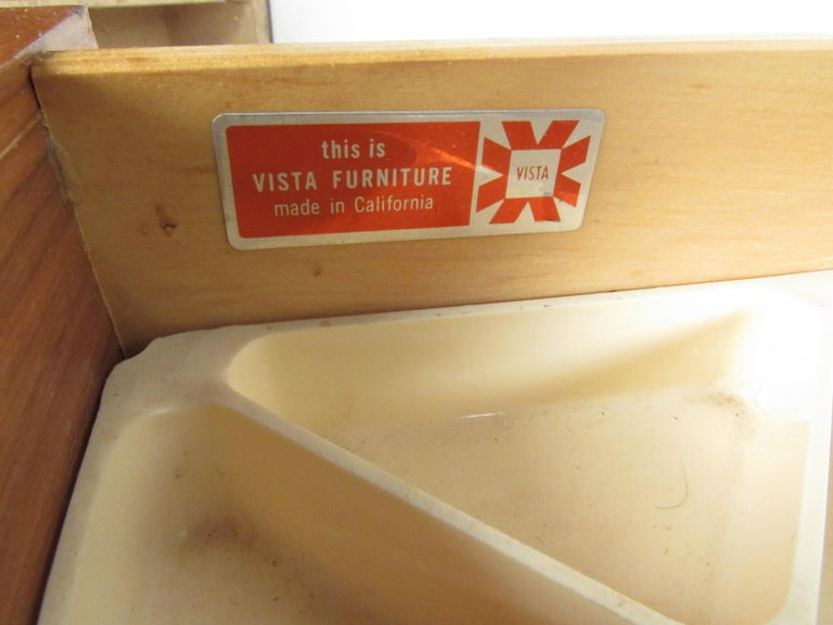 Mid-Century Modern Walnut Dresser For Sale 4