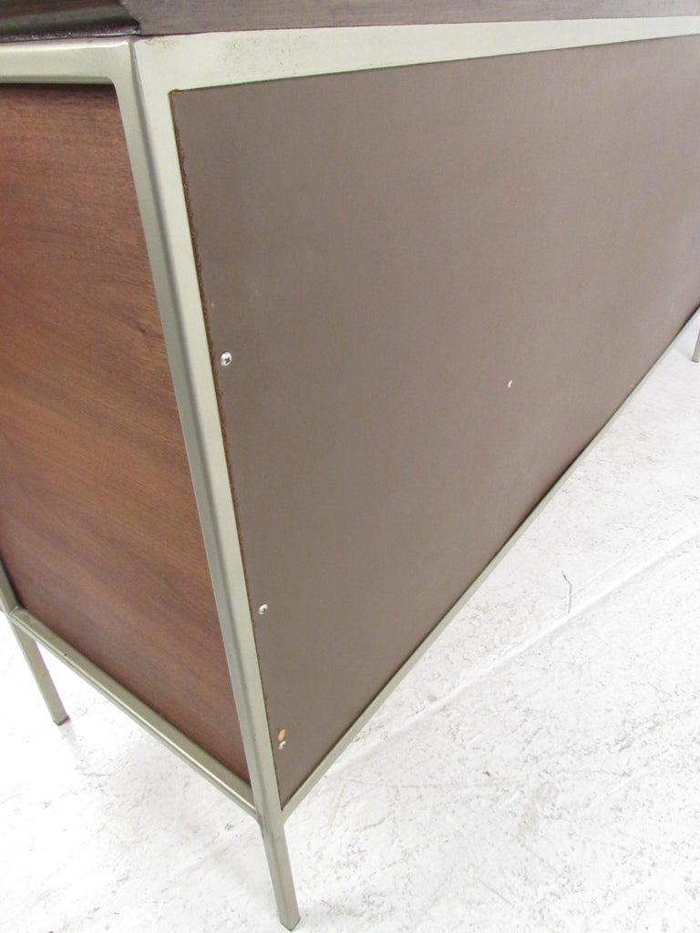 Mid-Century Modern Walnut Dresser For Sale 5