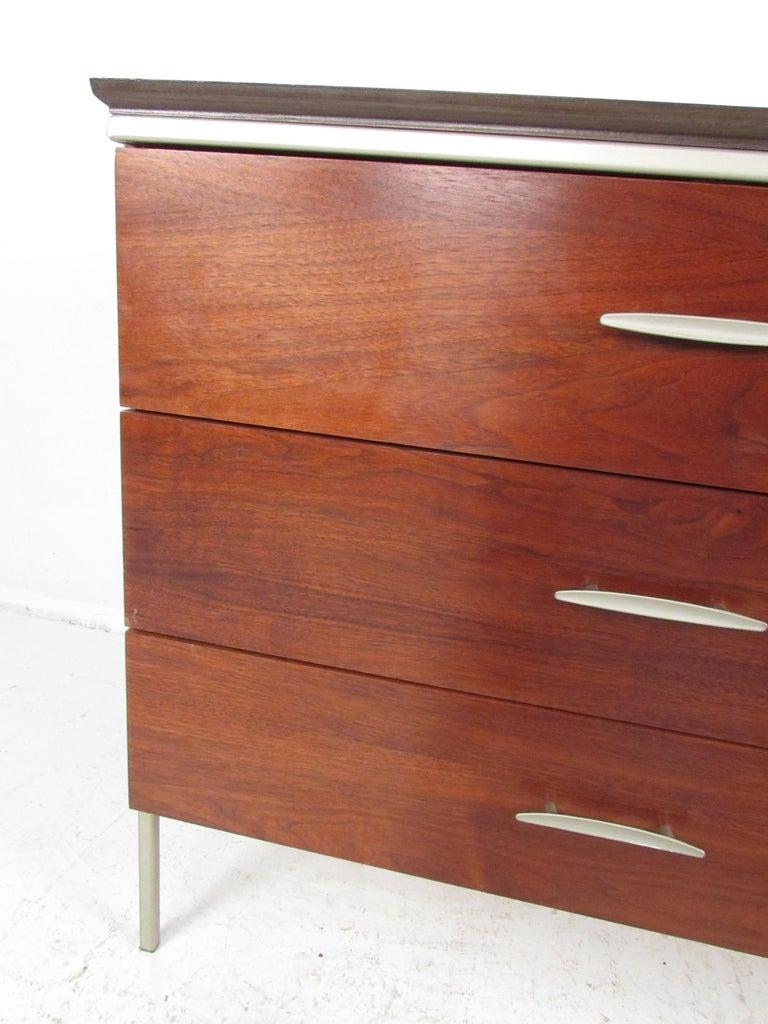 Mid-Century Modern Walnut Dresser For Sale 2
