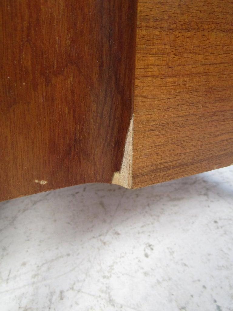 Mid-Century Modern Walnut Edmond Spence Bedroom Set For Sale 7