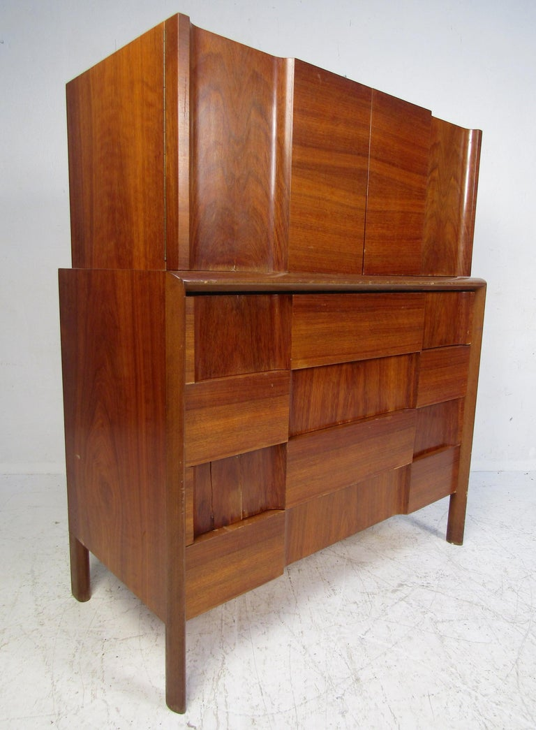 Mid-Century Modern Walnut Edmond Spence Bedroom Set In Good Condition For Sale In Brooklyn, NY