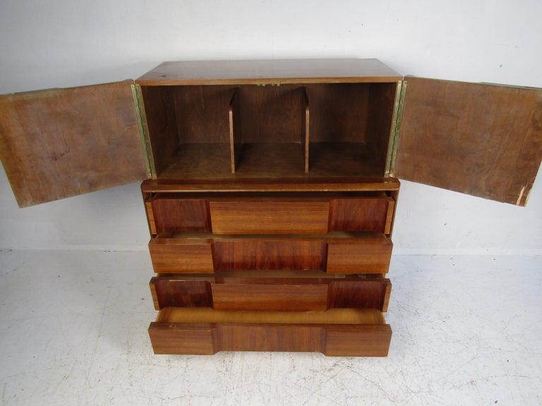 Mid-Century Modern Walnut Edmond Spence Bedroom Set For Sale 2