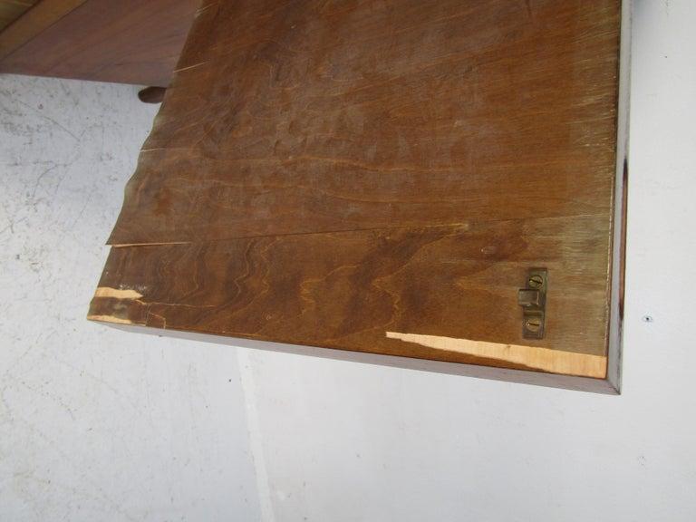 Mid-Century Modern Walnut Edmond Spence Bedroom Set For Sale 4