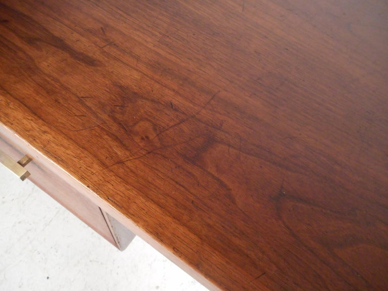 Mid-Century Modern Walnut Executive Desk For Sale 9
