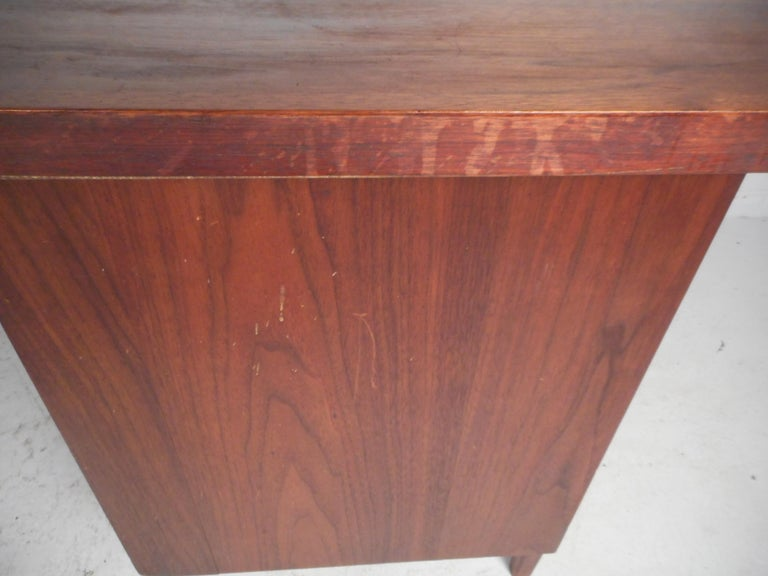 Mid-Century Modern Walnut Executive Desk For Sale 10