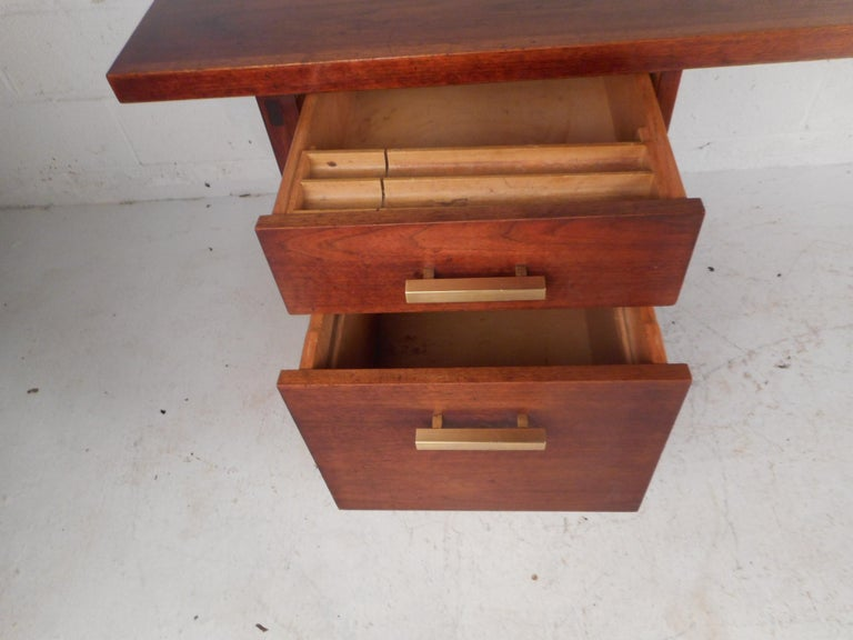 Mid-Century Modern Walnut Executive Desk For Sale 1