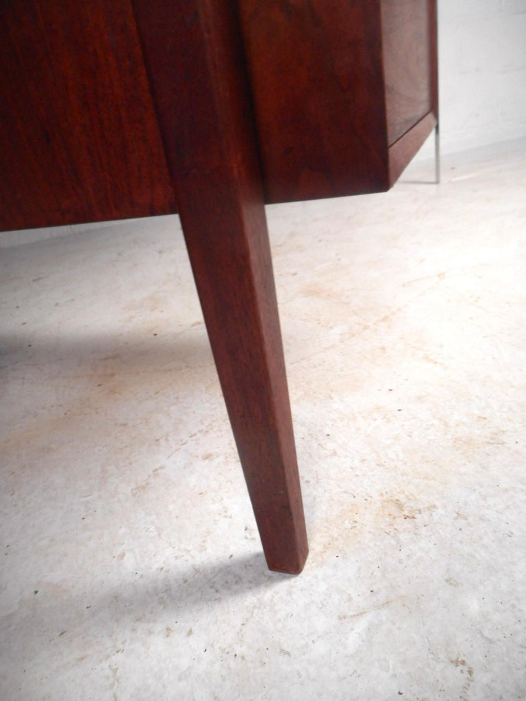 Mid-Century Modern Walnut Executive Desk For Sale 3