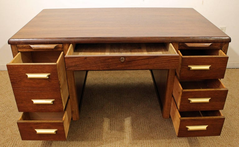 Mid Century Modern Walnut Executive Desk With Pull Out Shelves In Excellent Condition For