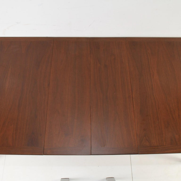 Mid-Century Modern Walnut Extension Dining Table For Sale 5