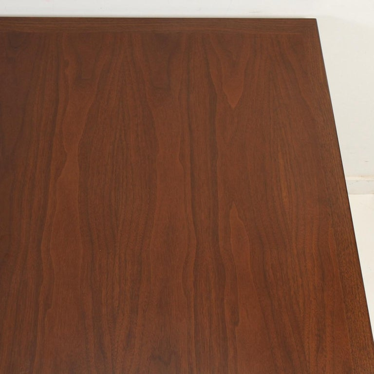 Mid-Century Modern Walnut Extension Dining Table For Sale 6