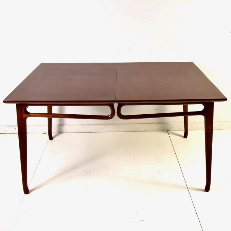 Mid-Century Modern Walnut Extension Dining Table For Sale 8