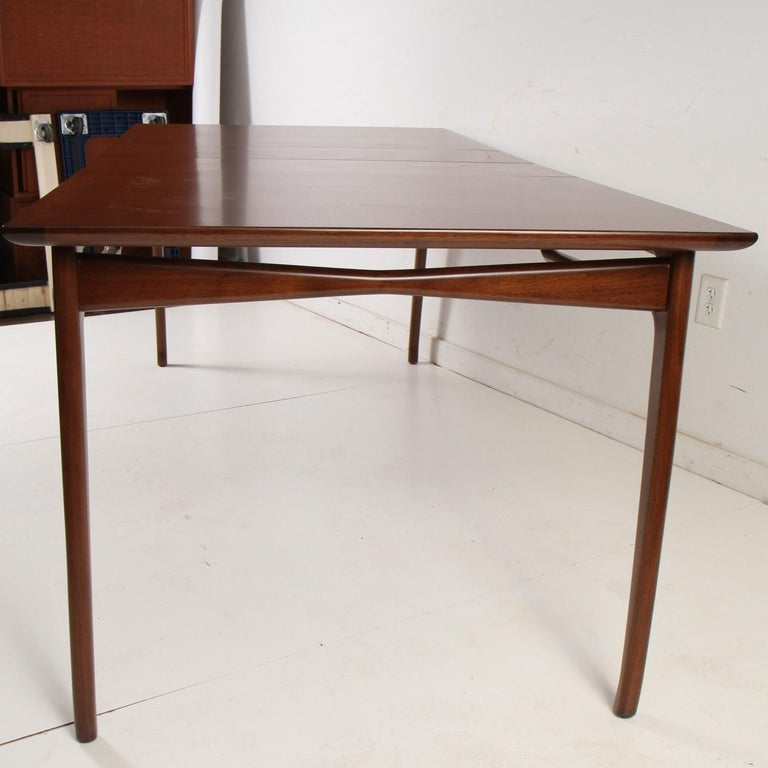 American Mid-Century Modern Walnut Extension Dining Table For Sale