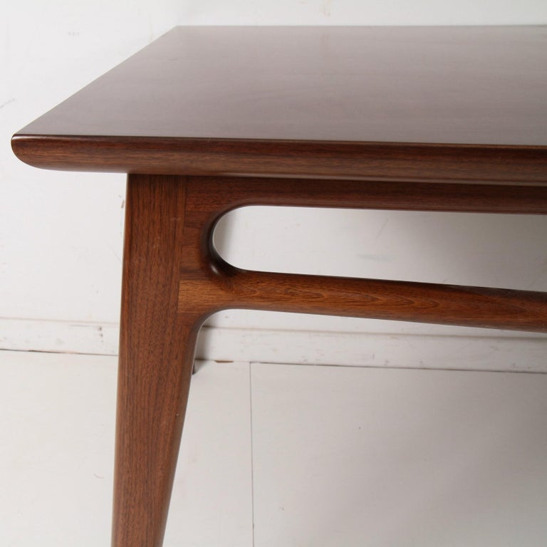 Mid-Century Modern Walnut Extension Dining Table For Sale 2