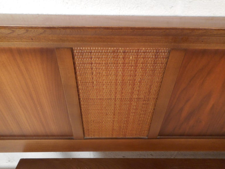 Mid-Century Modern Walnut Headboard and Footboard For Sale 1