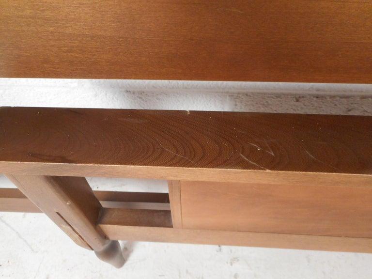 Mid-Century Modern Walnut Headboard and Footboard For Sale 3