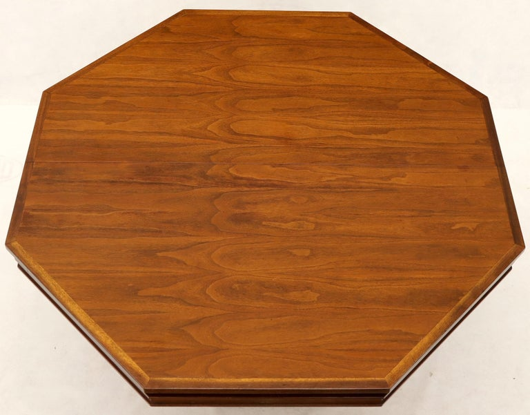 Mid-Century Modern Walnut Hexagon Dining Table In Good Condition For Sale In Rockaway, NJ