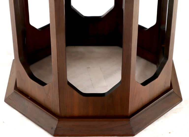 Mid-Century Modern Walnut Hexagon Dining Table For Sale 3