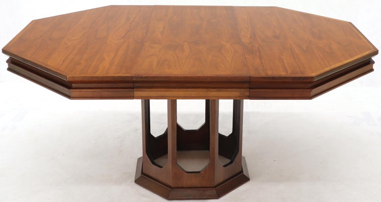 Mid-Century Modern Walnut Hexagon Dining Table For Sale 4