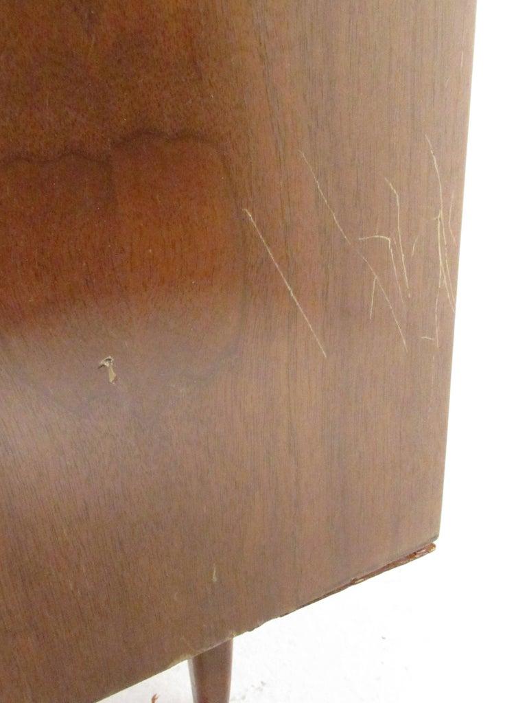 Mid-Century Modern Walnut Highboy Dresser For Sale 15
