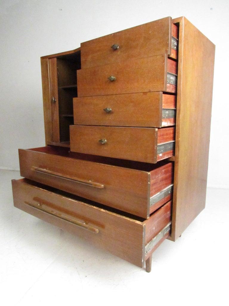 Mid-Century Modern Walnut Highboy Dresser In Good Condition For Sale In Brooklyn, NY