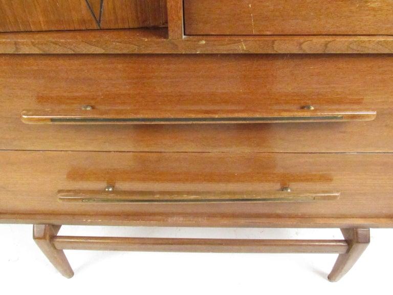 Mid-Century Modern Walnut Highboy Dresser For Sale 1