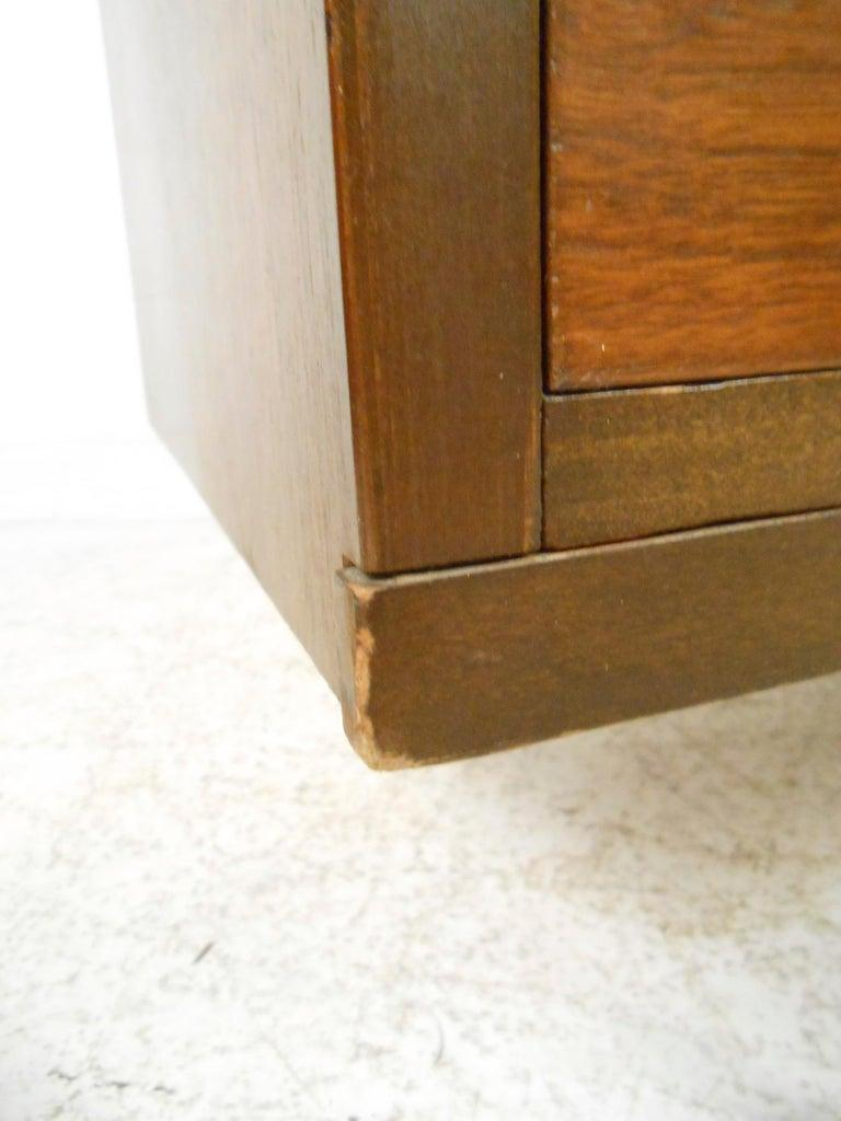 Mid-Century Modern Walnut Highboy Dresser For Sale 2