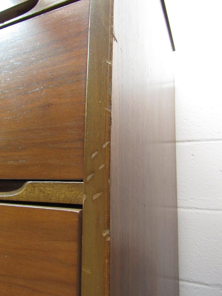 Mid-Century Modern Walnut Highboy Dresser For Sale 3