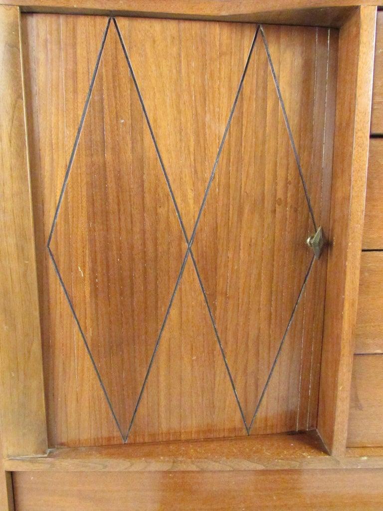 Mid-Century Modern Walnut Highboy Dresser For Sale 4