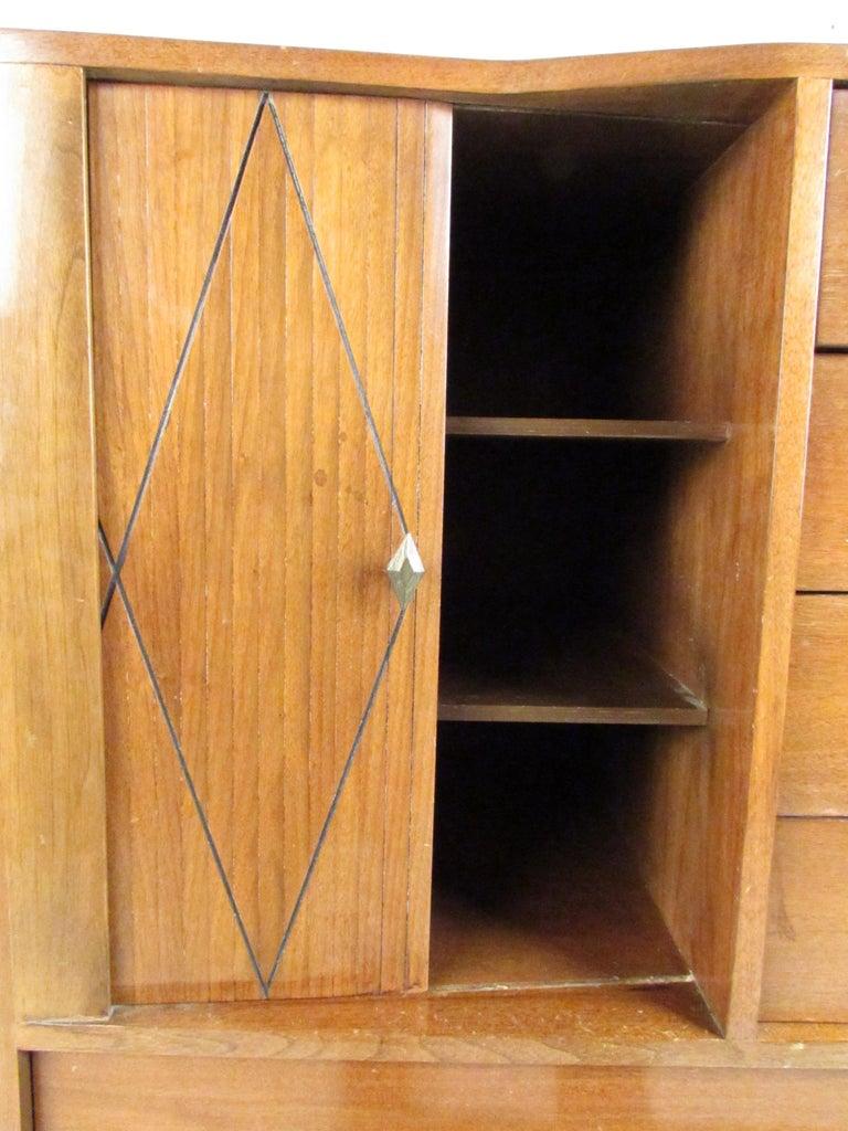 Mid-Century Modern Walnut Highboy Dresser For Sale 5
