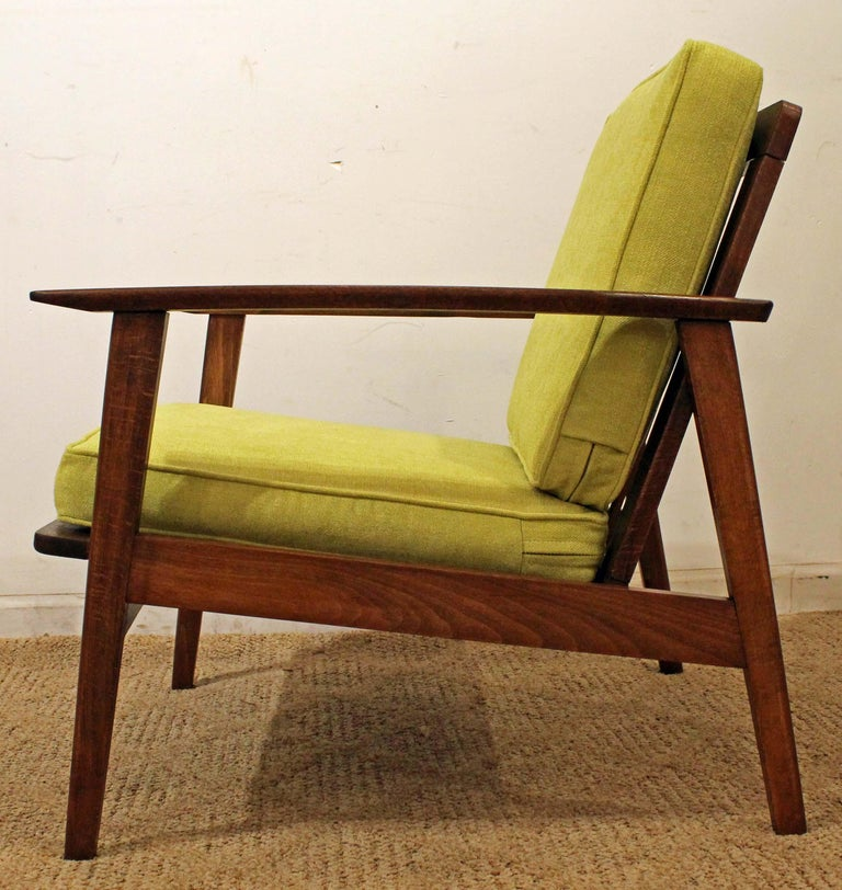 Mid-Century Modern Walnut Lounge Armchair In Good Condition For Sale In Wilmington, DE