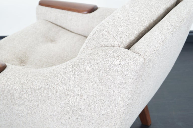 Mid-Century Modern Walnut Lounge Chairs For Sale 5