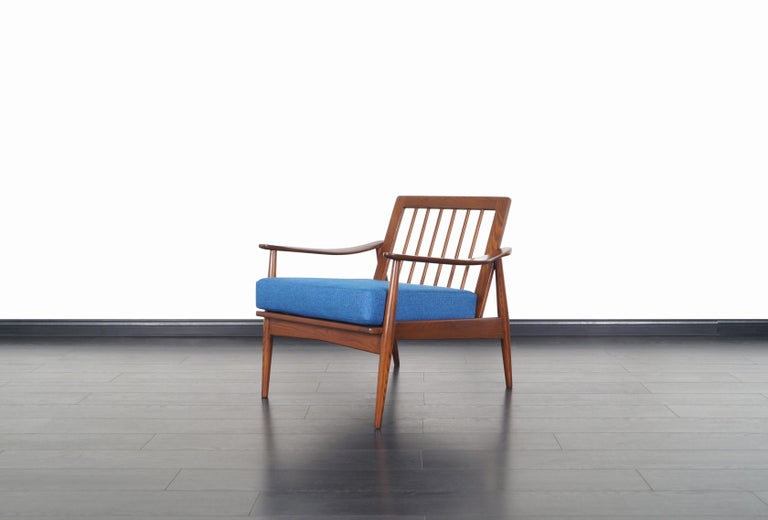 Mid-20th Century Mid-Century Modern Walnut Lounge Chairs For Sale