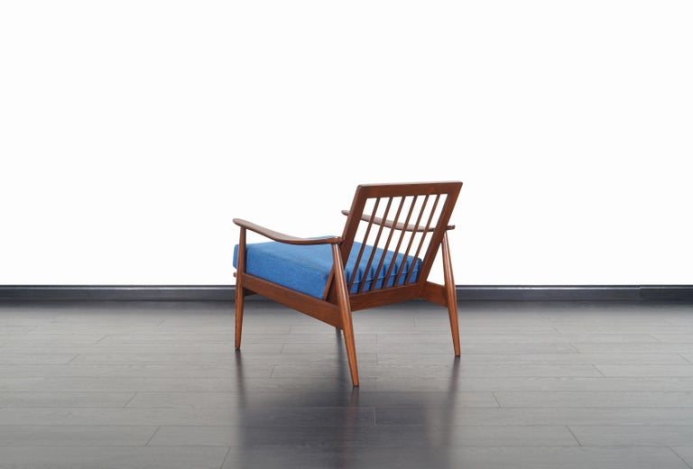 Mid-Century Modern Walnut Lounge Chairs For Sale 2