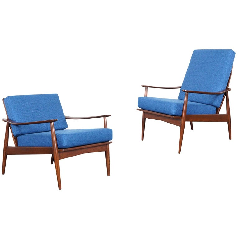 Mid-Century Modern Walnut Lounge Chairs For Sale