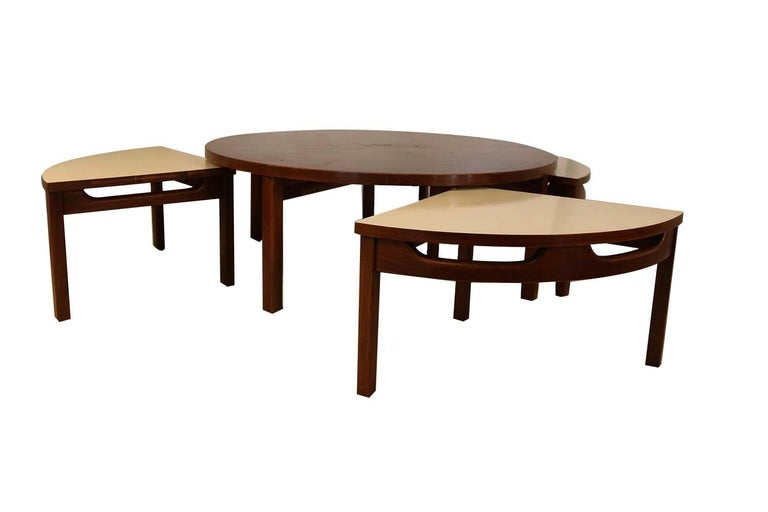 Unknown Mid-Century Modern Walnut Nesting Coffee Table For Sale