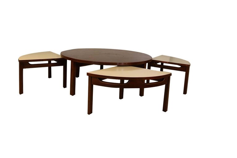Veneer Mid-Century Modern Walnut Nesting Coffee Table For Sale