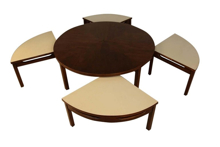 Mid-Century Modern Walnut Nesting Coffee Table In Good Condition For Sale In Baltimore, MD