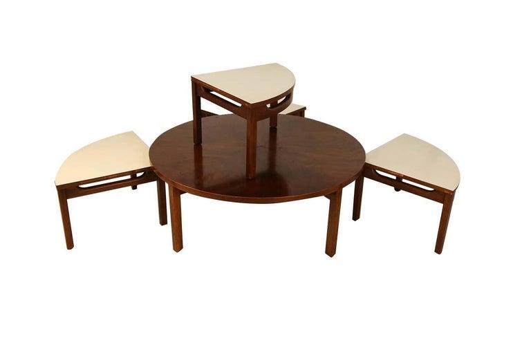 20th Century Mid-Century Modern Walnut Nesting Coffee Table For Sale