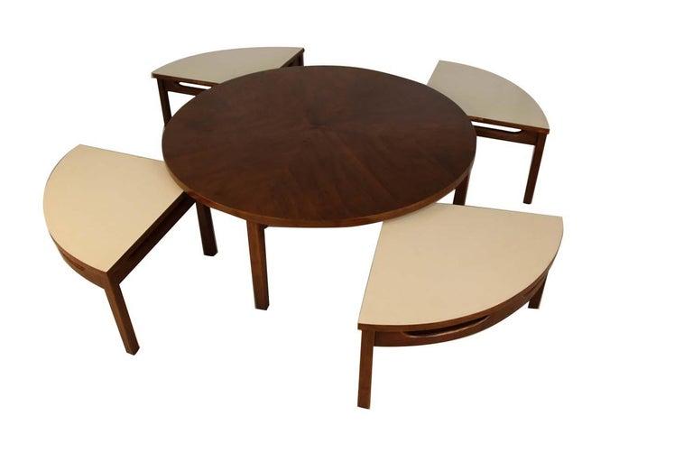 Mid-Century Modern Walnut Nesting Coffee Table For Sale 3