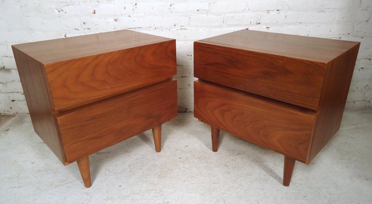 Mid-Century Modern Walnut Nightstands In Fair Condition For Sale In Brooklyn, NY