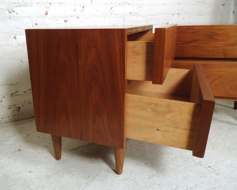 Mid-Century Modern Walnut Nightstands For Sale 2