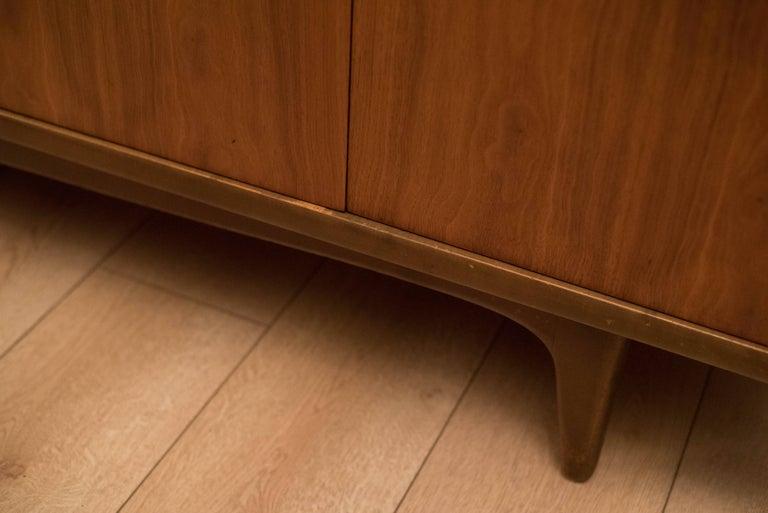 Mid-Century Modern Langstrom Walnut Dresser For Sale 6