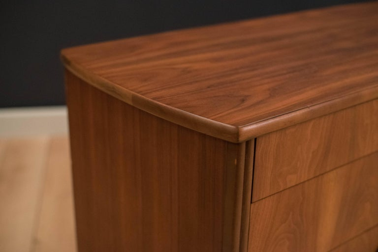 Mid-Century Modern Langstrom Walnut Dresser In Good Condition For Sale In San Jose, CA