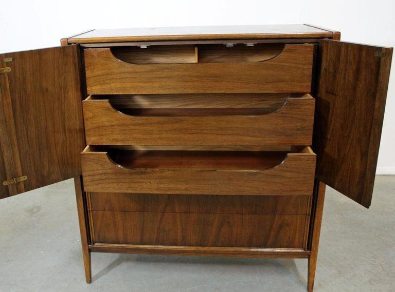 Mid-Century Modern Walnut Tall Chest Dresser In Good Condition For Sale In Wilmington, DE