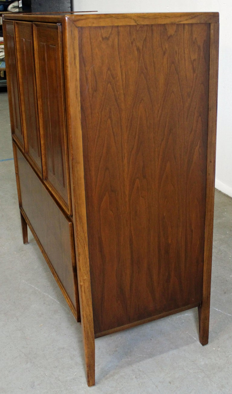 Mid-Century Modern Walnut Tall Chest Dresser For Sale 1