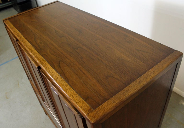 Mid-Century Modern Walnut Tall Chest Dresser For Sale 2